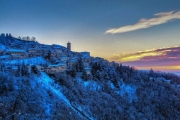 paese sacro monte inverno alto tramonto