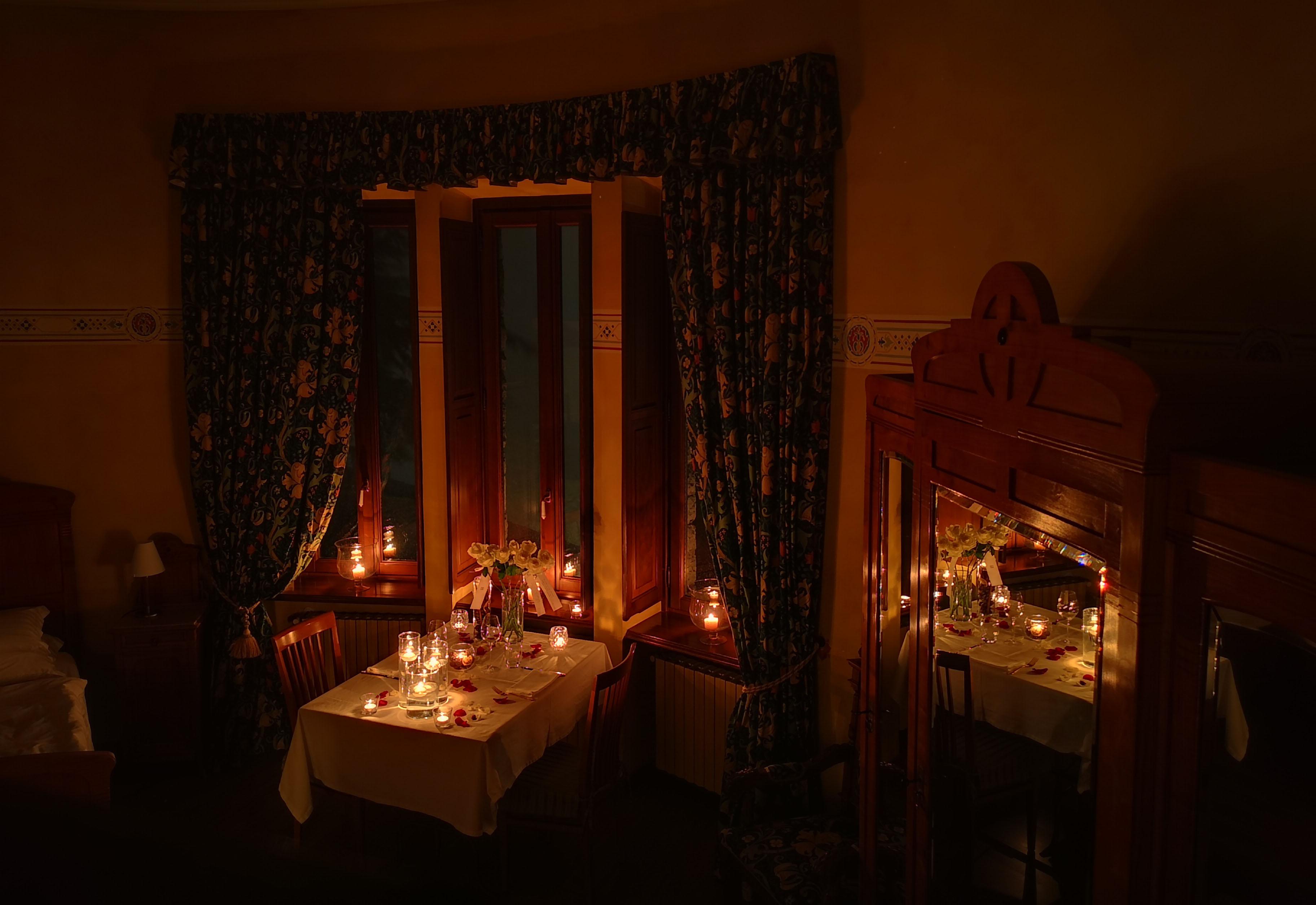 Camere Da Letto Romantiche Con Petali Di Rosa : Lusso di coppia una notte romantica hotel al borducan varese